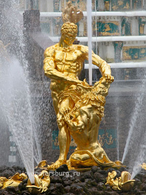 Фонтан «Самсон» в Петергофе